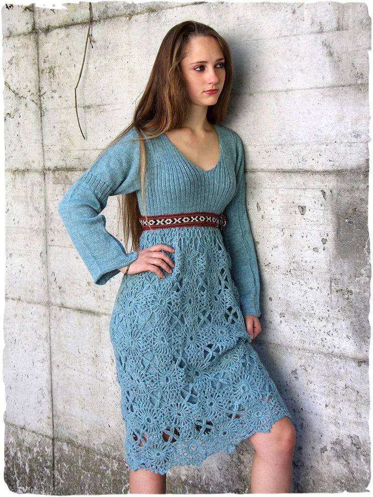 Abito etnico con maniche lunghe Silvia #Elegante #vestito #abito con manica lunga #lavotato a #mano con #lana di #alpaca. Sulla #gonna una splendida copertura lavorata all' #uncinetto a filo semplice. Tinta unita. www.lamamita.it/store/abbigliamento-invernale/1/abiti-in-maglia/abito-etnico-con-maniche-lunghe-silvia#sthash.0ubybUuN.dpuf