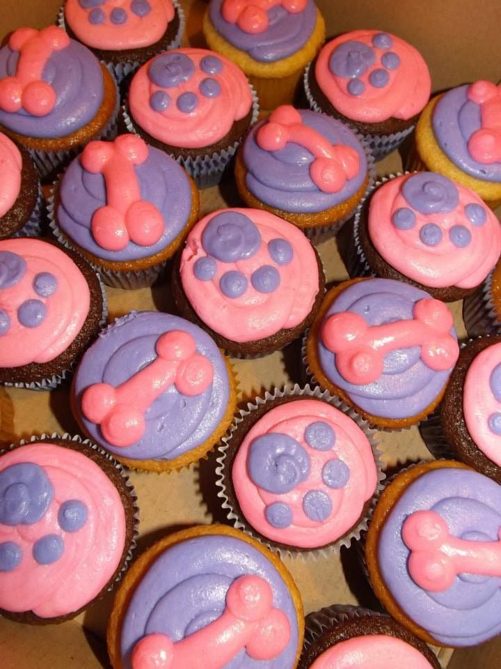 Paw prints and dog bone cupcakes