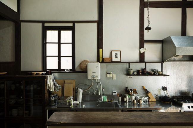 窓の建具は、玄関脇の和室についていたものを取りはずして再利用