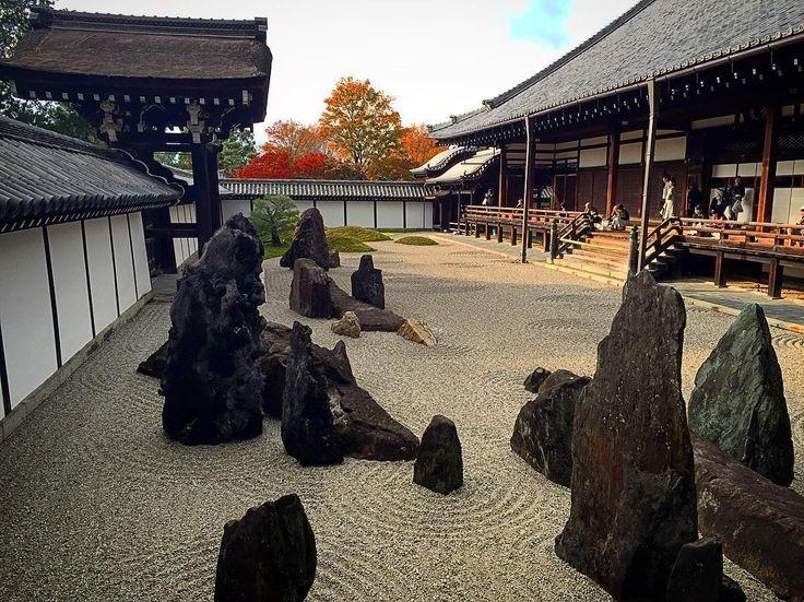 東福寺本坊庭園 南庭  #京都 #東福寺 #名勝 #東福寺本坊庭園 #重森三玲 #庭園 #寺社仏閣 #ig_nihon #icu_japan #mobile_perfection #IGersJp #ig_japan #iphoneonly #mobilephotography #nofilter #bns_mobile #shootermag_japan #mwjp #ptk_japan #Loves_Nippon #bns_travels #japan #kyoto #temple #garden