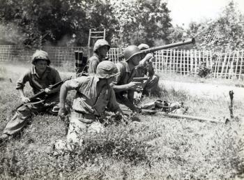 Bazooka- groep, omgeving Soerabaja.1946 (source Maritiem Digitaal NL)