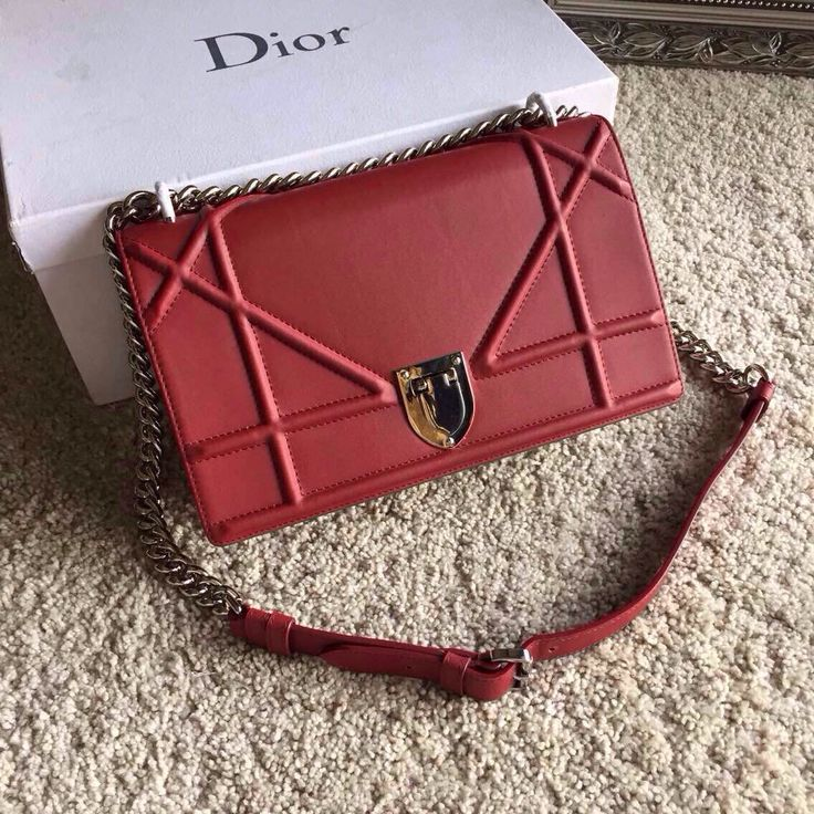 """The New Dior Women""""DIORAMA"""" is the bag of Spring-Summer 2015 catwalk show. Size:27cm*26cm*8cm"""