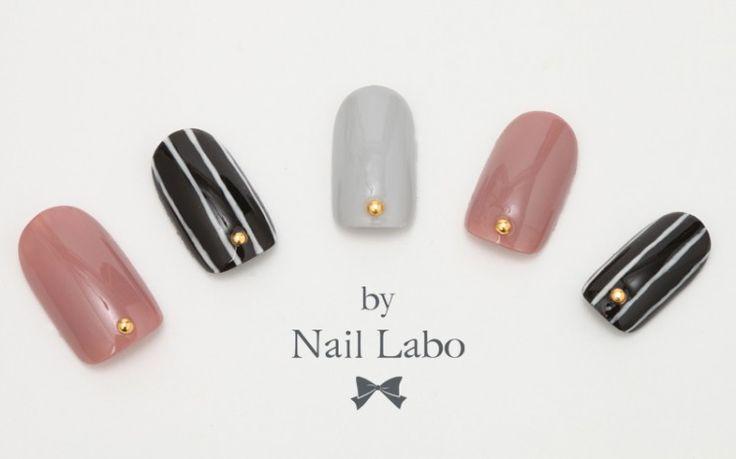 トラッドスタイル モノトーンストライプネイル | バイ ネイルラボは爪に優しいジェルネイルブランド|by Nail Labo