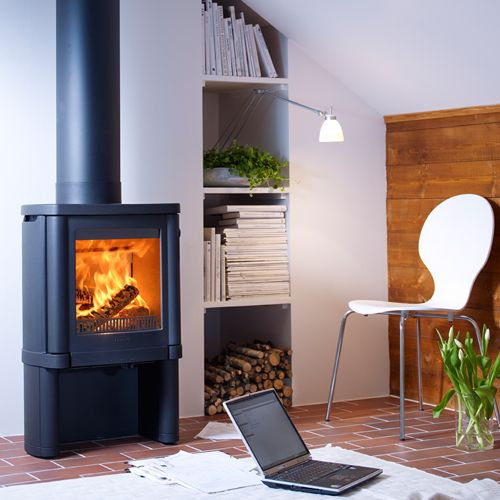 Contura 54 wood burning stove. The striking bow-shaped full-cover rear makes the Handol 54 an attractive stove of the highest quality. The model has full-covered sides and adjustable feet. The Handol 54 is illustrated here without the removable handle.