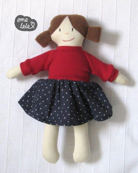 Lalka w sukience w grochy