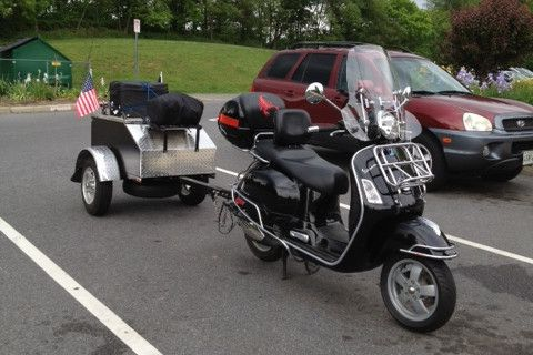 Vespa GTS 250 with trailer