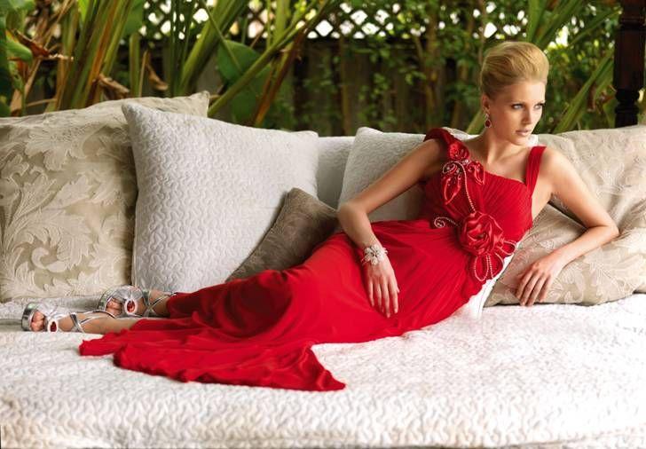 Kendisini güzel ve özel hisseden kadınların markası, Alchera…  Kırmızının büyüsüne kapılın.