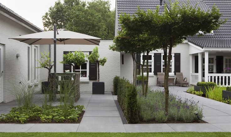 Meerdere+terrassen+hebben+allemaal+een+eigen+functie+in+de+tuin
