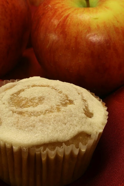 Apple Cinnamon Cupcakes with Mead FrostingCupcakes Projects, Apples Cinnamon, Cupcake Project, Honey Swirls, Apples Cupcakes, Mead Frostings, Cinnamon Cupcakes, New Years, Roshe Hashana