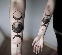Willst du ein Tattoo bekommen? Schauen Sie sich 44 weltrauminspirierte Tattoo-Ideen an