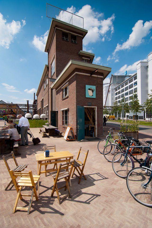 In het puntje van het Ketelhuis in Eindhoven is een espressobar gevestigd, en wel de kleinsteespressobarvan Eindhoven! Van dinsdag t/m zondag kun je hier terecht voor ontbijt, lunch, verse sapjes, lekkers en koffie natuurlijk!