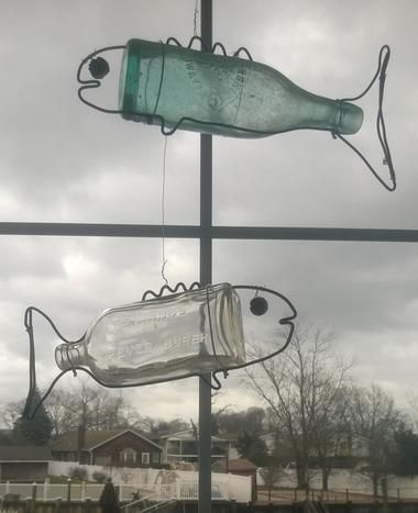 How to make DIY Hanging Bottle Fish Art from any old bottle and some wire. Free…