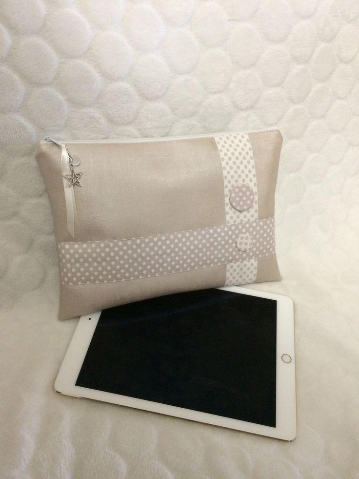 Housse pour tablette 10 pouces en simili cuir rose poudré : Housses ordinateurs et tablettes par l-etoile-de-jade