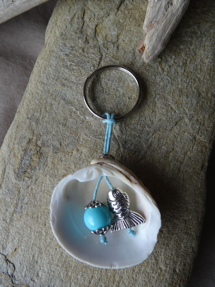 Porte clés et/ou bijou de sac bleu avec coquillage FRAIS PORT OFFERT : Porte clés par c-driftwood https://www.etsy.com/fr/shop/CDRIFTWOOD