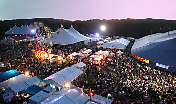 Google Image Result for http://globalvillagebrisbane.files.wordpress.com/2009/02/byron-blues-festival.jpg