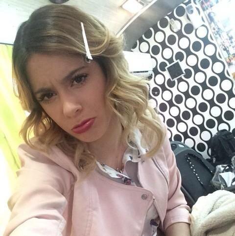 Fotos de @TiniStoessel Hoy en su camarín, antes de grabar #Violetta3. ❤️