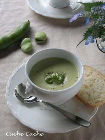 そら豆のスープといえば、なめらかな口当たりのポタージュが人気ですね。 こちらは大豆も使っていて、豆の栄養素を美味しく食べやすくしたレシピになっています。