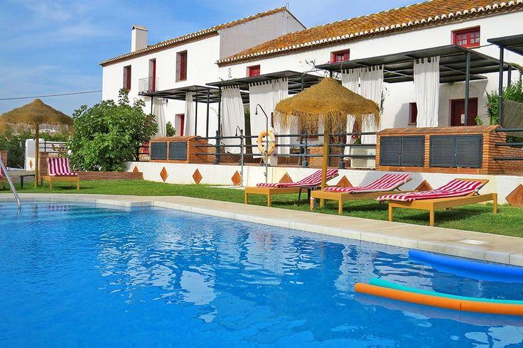 Description: Lekker op jezelf in Cortijo del Arte! Sfeervolle herenboerderij met zwembad en ruime (familie)kamers. Logeren in authentieke boerderij sfeer Cortijo del Arte bij Pizarra ligt midden tussen de heuvels van Andalusië. Het kost niet veel moeite om je voor te stellen dat je in een oude boerderij verblijft. Er heerst nog altijd een authentieke boerderijsfeer. Kleinschalig gezellig gemoedelijk en overal bloemen. De vroegere stallen van Cortijo del Arte zijn nu kamers die traditioneel…
