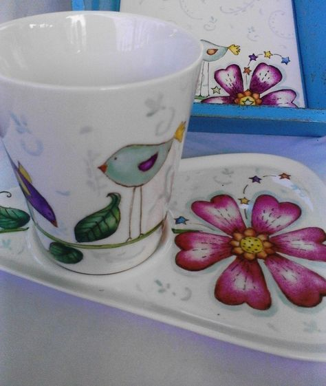 Bandeja y taza  de porcelana con diseños que marcan tendencia, todo pintados a mano....