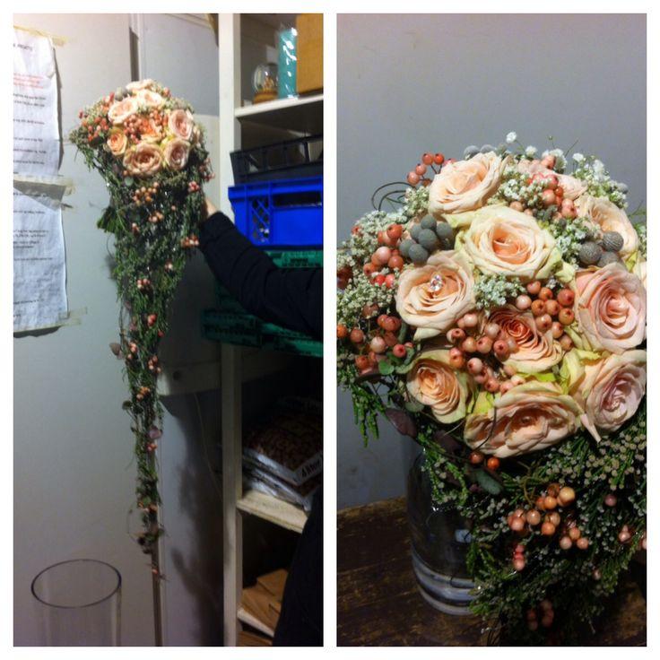 Brudebukett laget av Gry på Vika Blomsterglede <3