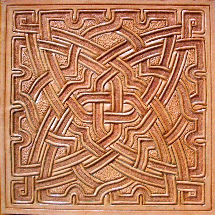 Arabesco repujado en cuero de vaquetilla, 4 milimetros, a estilo granadino, trabajado por la flor. Es el tercero de una coleccion de tres motivos de bajorelieves arabescos