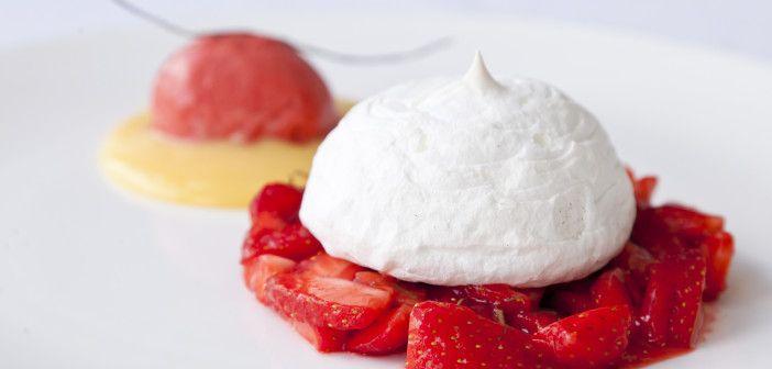 """Vanaf de Engelse """"Great British Chef"""" site een recept voor zachte ctiroen meringue met Sweet Eve salade. (tekst in Engels)"""