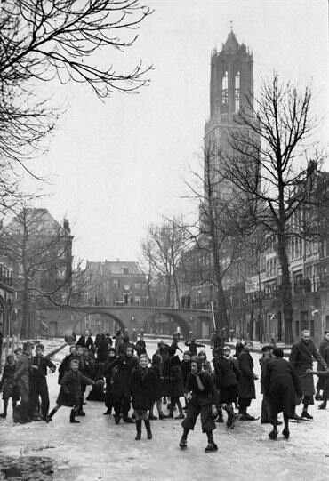 Oude Gracht 1944, schaatsen op de gracht