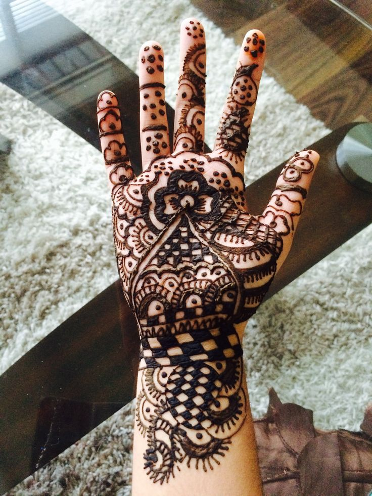 This mind blowing mehendi aka henna done at home! Love it!