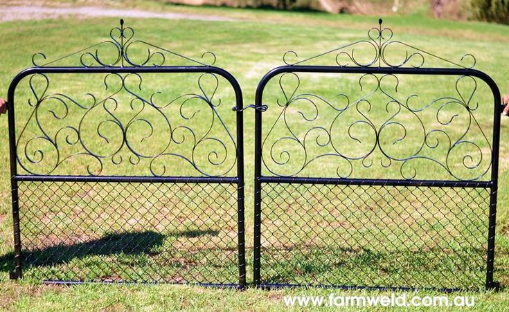 Reproduction of cyclone wire gate from early 1900's with chain mesh infill was made to match the existing fence and pa gate. Drummoyne, Sydney NSW.