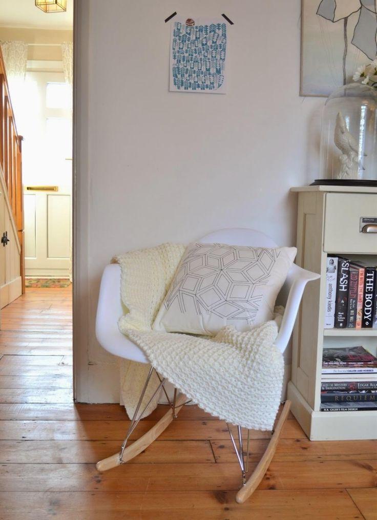 chaise Charles Eames à bascule avec couverture tricotée douce