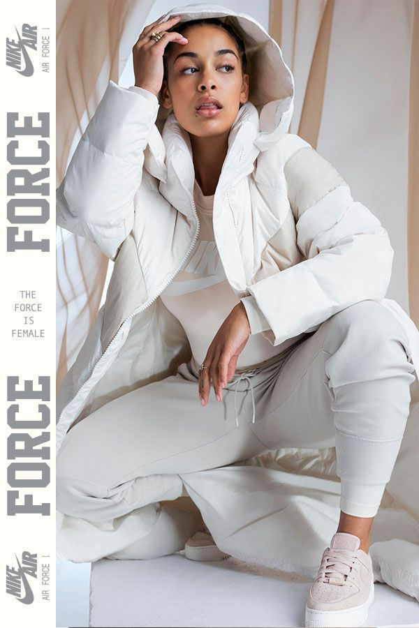 buy online 7d05e ae05a Jorja Smith représente la Nike Air Force 1 Sage Low. Un design iconique  entièrement revisité.