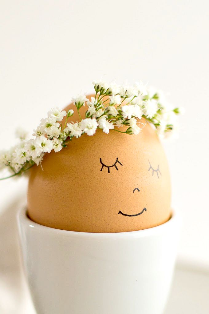 Uśmiechające się jajka - pomysł na pisanki.