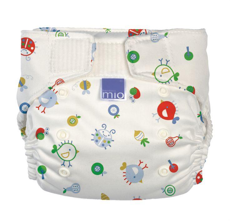 Miosoft yıkanabilir bebek bezi bebeğiniz ile beraber hareket eden süper esnek yapıya sahiptir. Ürünümüz suya dayanıklıdır ve silerek temizlenebilen iç yüzeyi ile yıkamadan bir kereden fazla kullanabilir. Slim ve vücuda oturan yapısı popo ya da karın kısmında kümelenmeyi önler, bel kısmı en aktif bebekler için bile koruma sağlar.