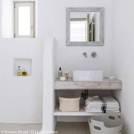 Salle de bains aux teintes pales