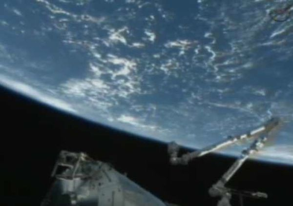 SpaceX Dragon Docks with International Space Station – Live Stream Video