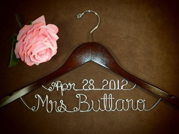Love this!: Wedding Ideas, Gift Ideas, Personalized Hangers, Wedding Stuff, Cute Ideas, Wedding Dress, Bridal Hangers, Name Hangers