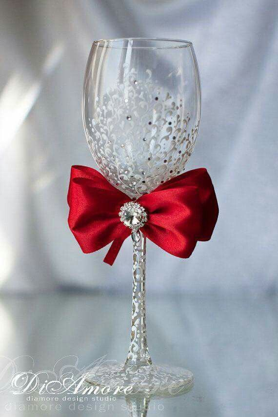 Decoracion de copas cn moño rojo para fiesta