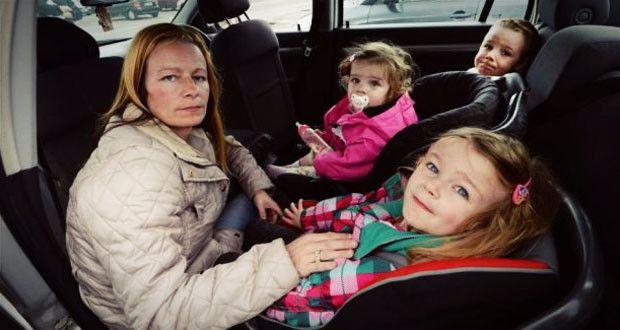 Мать и трое детей вынуждены спать в машине из-за отсутствия жилья  