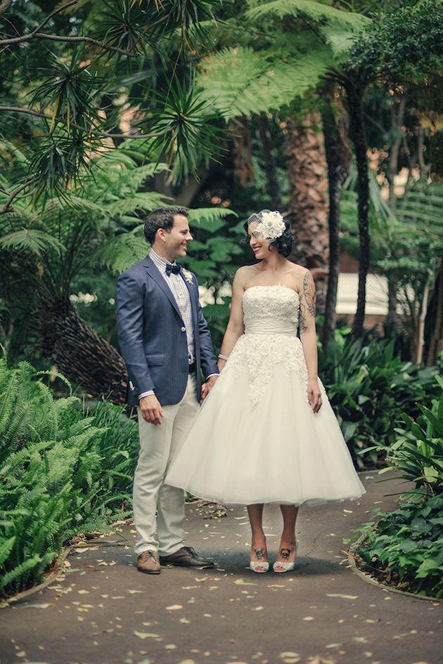 Love this couple's retro chic wedding style!