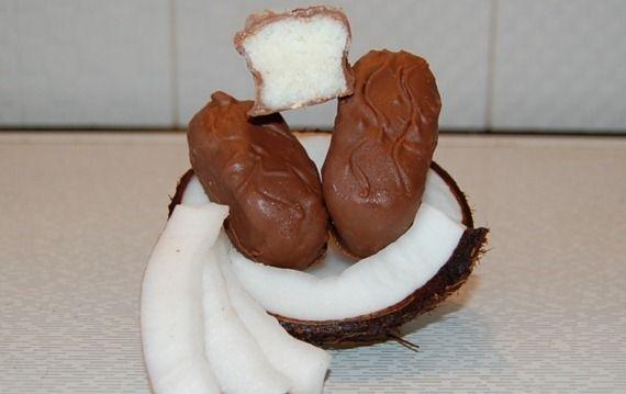 Ingrédients 200g de chocolat noir ou au lait 50gde lait concentré sucré 150g de noix de coco râpée 1 gousse de vanille Préparation Faire fondre le chocolat noir au bain-marie sur feu moyen. Dans un grand saladier, mettez la noix de coco avec le lait concentré sucré. Ajoutez les grains d'une gousse de vanille grattée. …