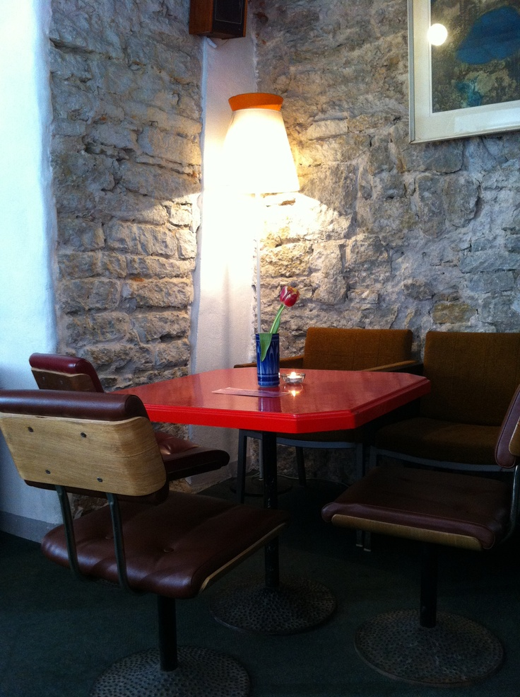 Must Puudel @ Tallinn: good inexpensive food, local hipsters and cute decor