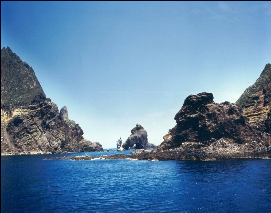 Dokdo of Korea :)  it is so beautiful