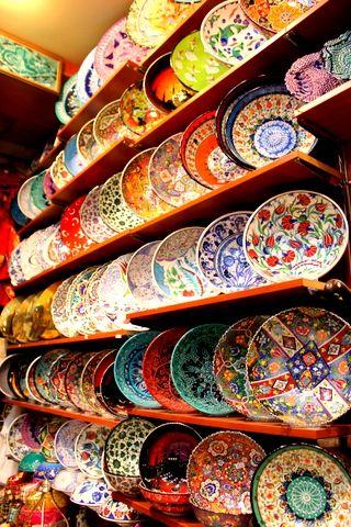 Grand Bazaar, İstanbul - Turkish Ceramic Plates -http://www.guidora.com