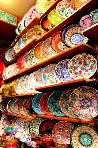 Grand Bazaar, İstanbul - Turkish Ceramic Plates -http://www.guidora.com