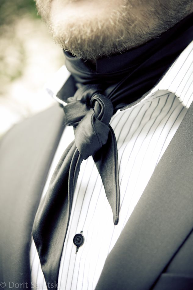 Silk scarf 'Jack' for groom | gTIE Neckwear & Accessories | for those who love dresses, photo: Dorit Salutskij