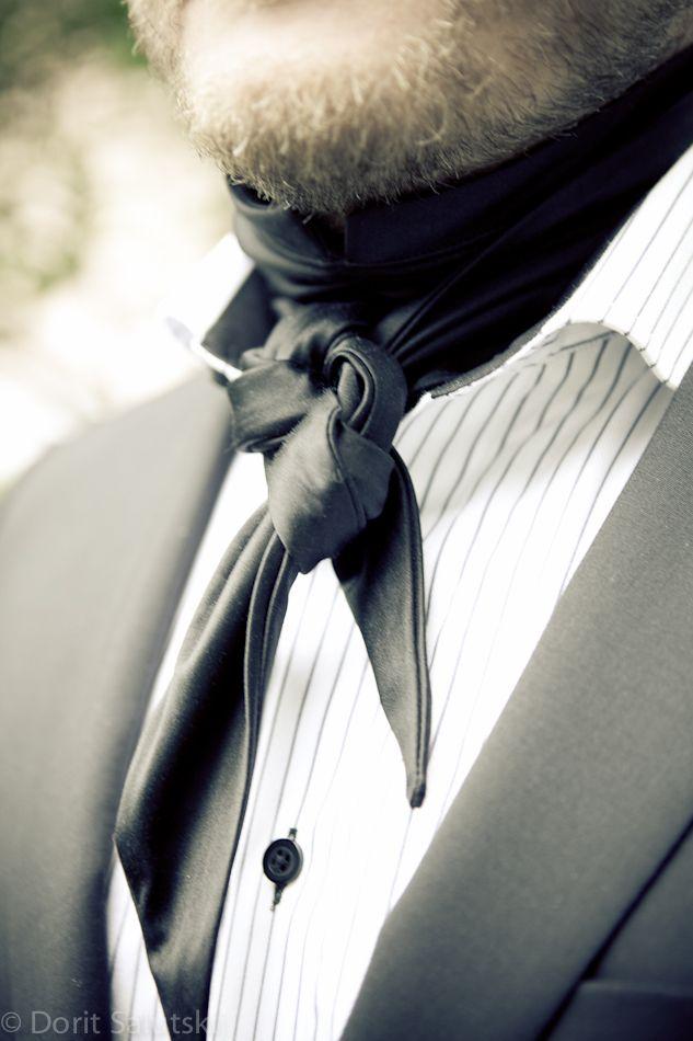 Silk scarf 'Jack' for groom | gTIE Neckwear & Accessories | for those who love dresses, photo: Dorit Salutskij