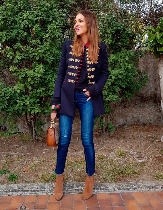 Tras la pista de Paula Echevarría » BASICS. Navy knit sweater+cropped jeans+cognac suede ankle boots+navy army style coat+cognac shoulder bag. Winter Casual Outfit 2018