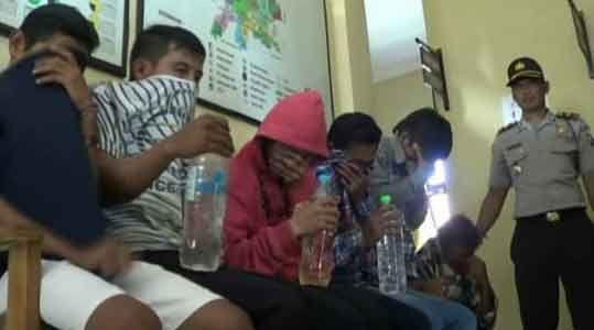 Enam Pelajar Tertangkap Basah Asyik Pesta Minuman Keras
