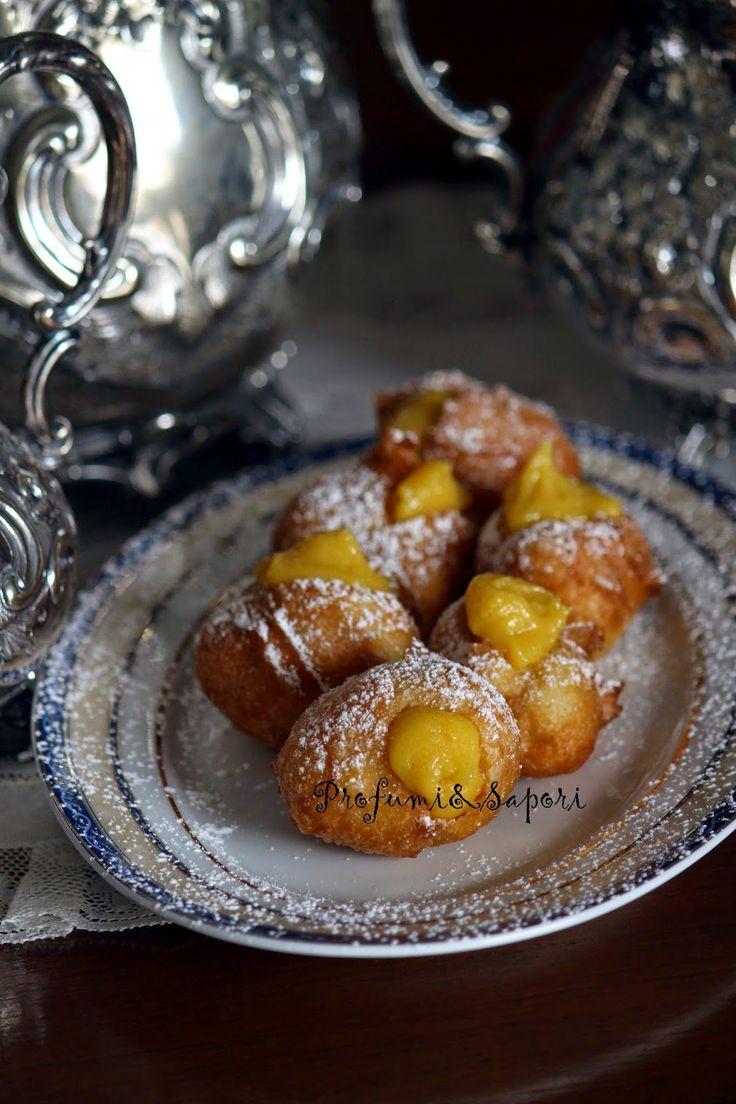 Ho sentito per anni mia mamma decantare la bontà di &qout;quelle buonissime frittele che mangiavamo a Venezia, ripiene con la crema zabaione&qout; A dire il vero, io non ne ho assolutamente memoria. Però mi fido dei suoi ricordi. A detta di mia mamma, queste &qout;magnifiche frittelle&qout; sono vuote ma non troppo. …