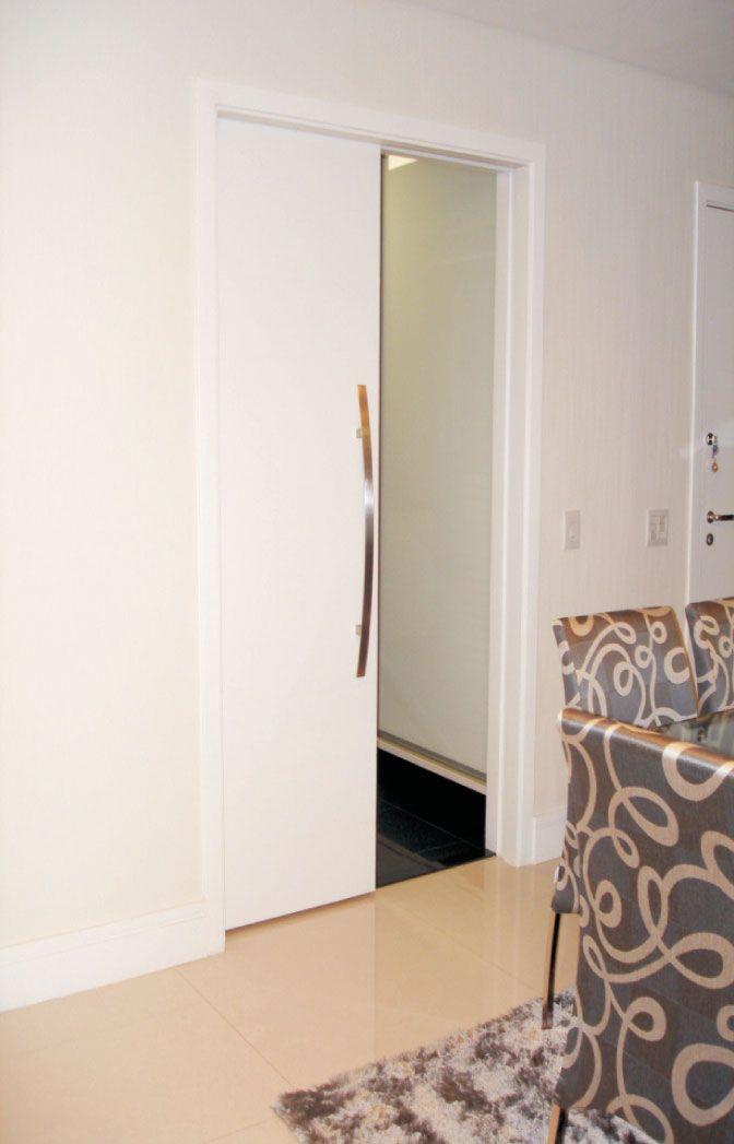 Porta embutida na parede